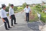 Kiểm tra việc khắc phục sụp lún cầu vượt dân sinh số 1, xã Thạnh Đức, huyện Bến Lức