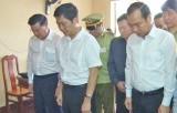 Bộ trưởng Bộ Công Thương - Trần Tuấn Anh đến thăm gia đình anh Nguyễn Kim Danh