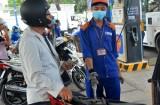 Dân chịu thiệt vì thuế xăng dầu