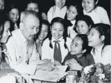 Xây dựng con người theo tư tưởng Hồ Chí Minh