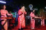 Hàng ngàn người xem ca nhạc ở phố đi bộ Nguyễn Huệ
