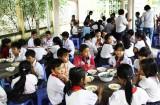 Những bữa cơm ấm lòng học trò nghèo