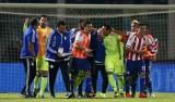 Aguero đá hỏng phạt đền, Argentina thua Paraguay trên sân nhà