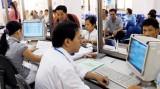 Tiền lương công chức thấp: Cách nào để cải thiện?