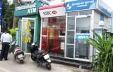 Cảnh giác trộm xe môtô khi rút tiền tại trụ ATM