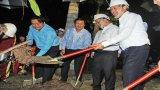Thủ tướng Nguyễn Xuân Phúc trồng cây lưu niệm tại Công viên tượng đài Long An