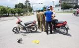 2 xe mô tô va chạm, 1 phụ nữ mang thai bị thương nặng