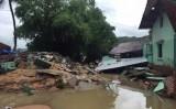 Mưa lũ miền Trung: 14 người chết, 5 người mất tích