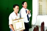 Thị trấn Bến Lức trao Huy hiệu 40 năm tuổi Đảng