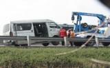 Ô tô nổ lốp trên cao tốc Trung Lương-TP HCM, 6 người nhập viện