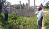 Nếu xây tường rào sát hẻm thì làm sao dân đi?