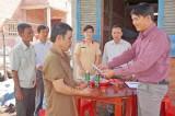 Thủ Thừa: Thăm hỏi và tặng quà cho gia đình có nạn nhân bị TNGT