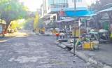 Tân Thạnh: Phải xử lý nghiêm tình trạng lấn chiếm đường, vỉa hè