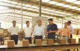 Lãnh đạo huyện Đức Huệ thăm, gặp gỡ chủ doanh nghiệp
