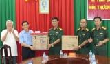 Trường Quân sự tỉnh Long An tiếp nhận 10 bộ máy vi tính