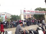 Người hâm mộ xô đổ cổng VFF để mua vé trận VN- Indonesia
