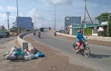 Nguy cơ xảy ra tai nạn giao thông tại cầu vượt âu tàu Rạch Chanh