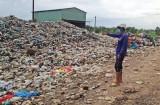 """Kiến Tường: Dân biên giới """"kêu cứu"""" vì bãi rác gây ô nhiễm"""
