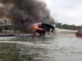 Tàu chở 12 thuyền viên và hơn 4.600 tấn ngô bất ngờ bốc cháy