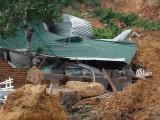 Vụ sạt lở núi ở Khánh Hòa: Cứu được một nạn nhân ra khỏi đống đổ nát