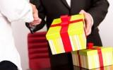 Ban Bí thư: Nghiêm cấm tặng quà Tết cho cấp trên dưới mọi hình thức