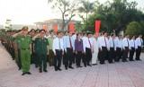 Viếng nghĩa trang liệt sĩ nhân Ngày thành lập Quân đội nhân dân Việt Nam