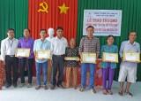 Điện lực Tân Thạnh: Khen thưởng 35 hộ gia đình tiết kiệm điện