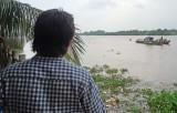 Đã tìm thấy thi thể mẹ, con trong vụ chìm ghe trên sông Vàm Cỏ Đông