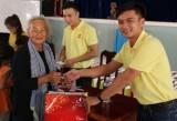Trao 200 phần quà Tết cho người nghèo huyện Tân Hưng
