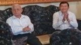 Nguyên Chủ tịch nước-Trương Tấn Sang thăm, tặng quà gia đình cơ sở cách mạng tại Đức Hòa