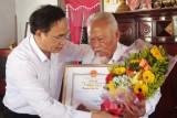 Phó Chủ tịch UBND tỉnh - Hoàng Văn Liên chúc thọ người cao tuổi