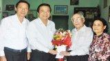Bí thư Tỉnh ủy Long An - Phạm Văn Rạnh chúc tết nguyên Tổng Biên tập Báo Long An - Lê Vân