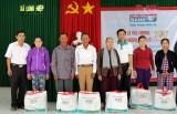 Kienlongbank tặng 150 phần quà tết