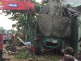 Xe container đâm vào nhà dân, 2 người thiệt mạng