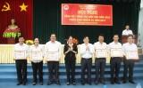 Khen thưởng 6 tập thể có thành tích tốt trong công tác dân vận năm 2016
