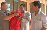Thăm, tặng quà cựu chiến binh có hoàn cảnh khó khăn huyện Đức Hòa