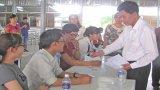 Chủ tịch UBND tỉnh Long An đến chúc tết, tặng quà công nhân ở Cần Giuộc