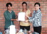 Mộc Hóa: Trao nhà tình thương cho hội viên phụ nữ nghèo