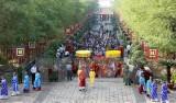 Lãnh đạo TPHCM dâng cúng bánh tét lên Quốc tổ Hùng Vương