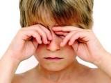 Nghiện điện thoại làm tăng nguy cơ khô mắt ở trẻ em