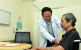 Viêm phổi ở người già và những điều cần biết khi thời tiết giao mùa