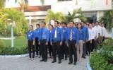 Thủ Thừa: Đeo Huy hiệu Chủ tịch Hồ Chí Minh trong ngày làm việc
