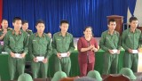 Kiến Tường: Thăm và tặng quà chiến sĩ mới nhập ngũ 2017