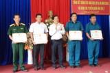 Cần Giuộc: Khen thưởng 4 tập thể và 27 cá nhân đạt thành tích tốt trong công tác tuyển quân năm 2017