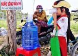 Mát lòng với những bình nước uống miễn phí