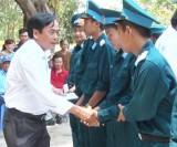 Đức Hòa thăm tân binh vừa nhập ngũ ở Đồng Nai