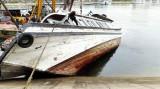 Tàu du lịch lại chìm trong cảng Tuần Châu