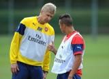 """Ông Wenger """"ngỏ ý"""" muốn ở lại Arsenal thêm 2 năm"""