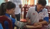 Đức Hòa: Khám bệnh, cấp thuốc miễn phí cho thanh niên công nhân