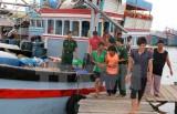 Cứu hộ 28 ngư dân Quảng Ngãi gặp nạn ở vùng biển Trường Sa